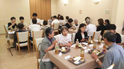 盛り上がる食事会